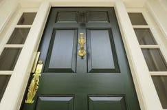 Escuro - porta da rua verde Imagem de Stock