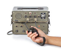 Escuro - radioamador amador verde que guarda à disposição no fundo branco Fotos de Stock Royalty Free