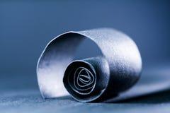 Escuro - sumário azul, imagem do fundo de uma espiral de papel Fotografia de Stock
