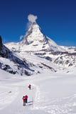 Escursione dei modi al picco del Matterhorn Fotografie Stock Libere da Diritti