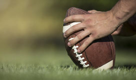 Escursione del calcio in una partita di football americano immagini stock