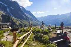 Escursione del fondo Mont Blanc è il più alto picco delle alpi occidentali europee Immagine Stock Libera da Diritti