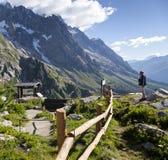 Escursione del fondo Mont Blanc è il più alto picco delle alpi occidentali europee Fotografia Stock
