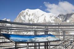 Escursione del fondo vicino a Mont Blanc, alpi occidentali europee Fotografie Stock