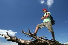Escursione del viaggiatore con zaino e sacco a pelo Fotografia Stock Libera da Diritti