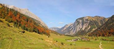 Escursione dell'area nelle montagne del karwendel, paesaggio austriaco Fotografia Stock