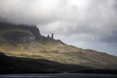 Escursione dell'uomo anziano dell'isola Skye Scotland Regno Unito di Storr Immagini Stock Libere da Diritti