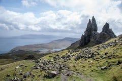 Escursione dell'uomo anziano dell'isola Skye Scotland Regno Unito 2 di Storr Fotografia Stock