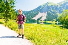 Escursione dell'uomo maggiore Fotografia Stock