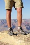 Escursione delle scarpe sulla viandante in Grand Canyon Immagine Stock