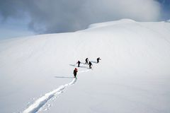 Escursione dello snowshoe del gruppo Immagine Stock Libera da Diritti