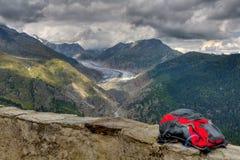 Escursione dello zaino sopra il ghiacciaio di Aletsch Fotografia Stock