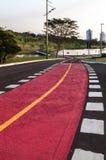 Escursione e ciclismo uniti della pista in bello parco Immagine Stock Libera da Diritti