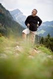 Escursione maggiore attiva in montagne alte Fotografie Stock