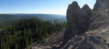 Escursione rocciosa della montagna e paesaggio della cresta Fotografia Stock Libera da Diritti