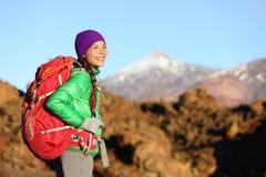 Escursione sana vivente di stile di vita della viandante attiva della donna Immagine Stock Libera da Diritti