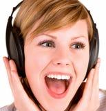 Escuta a música com auscultadores imagem de stock royalty free