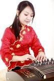 Esecutore cinese dello zither Fotografia Stock