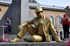 Esecutore della via, statua vivente in costume dorato Immagini Stock Libere da Diritti