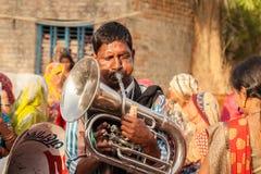 Esecutore locale indiano della banda di matrimonio del villaggio Fotografie Stock