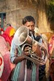 Esecutore locale indiano della banda di matrimonio del villaggio Immagini Stock Libere da Diritti