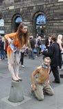 Esecutori durante il festival della frangia di Edinburgh fotografia stock libera da diritti