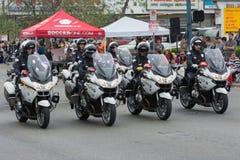 Esecuzione degli ufficiali del motociclo del dipartimento di polizia Fotografia Stock Libera da Diritti