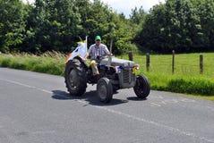 Esecuzione del trattore del Hillbilly Fotografie Stock Libere da Diritti