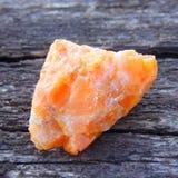 Esemplare di calcite arancio Fotografie Stock Libere da Diritti