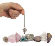 Esemplari minerali cercare con la bacchetta da rabdomante Fotografia Stock Libera da Diritti
