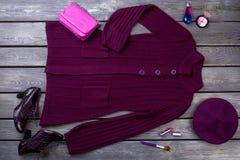 Esencial de la ropa y de los accesorios púrpuras Fotografía de archivo libre de regalías