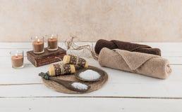 Esencial del balneario y del baño con luz de una vela Fotografía de archivo libre de regalías