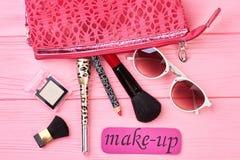Esencial y herramientas del maquillaje de la señora Imagen de archivo libre de regalías