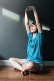 Esercitazione asiatica della donna Immagini Stock
