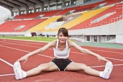 Esercitazione asiatica della ragazza di sport. Fotografie Stock Libere da Diritti