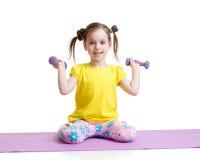 Esercitazione attiva del bambino isolata su bianco Fotografia Stock