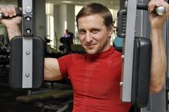 Esercitazione degli uomini di forma fisica Fotografia Stock