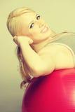 Esercitazione della donna di forma fisica Fotografia Stock Libera da Diritti