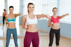 Esercitazione delle donne. Immagini Stock Libere da Diritti