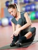 Esercitazione di forma fisica a ginnastica di sport. Yoga Immagine Stock Libera da Diritti