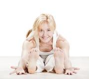 Esercitazione di pratica di yoga della donna Fotografie Stock