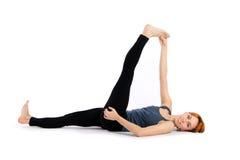 Esercitazione di pratica di yoga della donna Immagine Stock Libera da Diritti