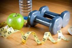 Esercitazione e dieta sana Fotografia Stock Libera da Diritti