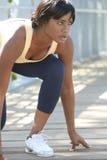 Esercitazione femminile del African-American, allungando Immagini Stock