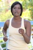 Esercitazione femminile del African-American, funzionante Fotografie Stock Libere da Diritti