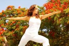 Esercitazione femminile su Sunny Day Fotografia Stock Libera da Diritti
