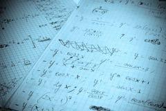 Esercitazione matematica scritta su un Libro Bianco Fotografie Stock