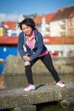 Esercitazione urbana di sport della donna Fotografie Stock Libere da Diritti