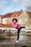 Esercitazione urbana di sport della donna Fotografia Stock
