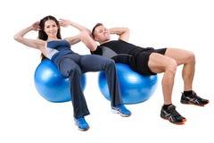 Esercizi addominali di Fitball Immagine Stock